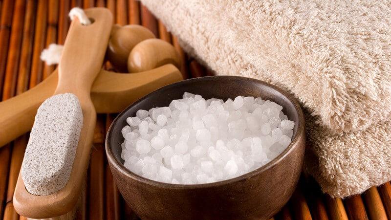Das Salzbad zur Linderung von Hautbeschwerden