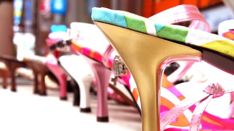 Sandaletten überzeugen durch viele Vorteile und stehen dem High Heel, besonders mit Plateauabsatz, in nichts nach
