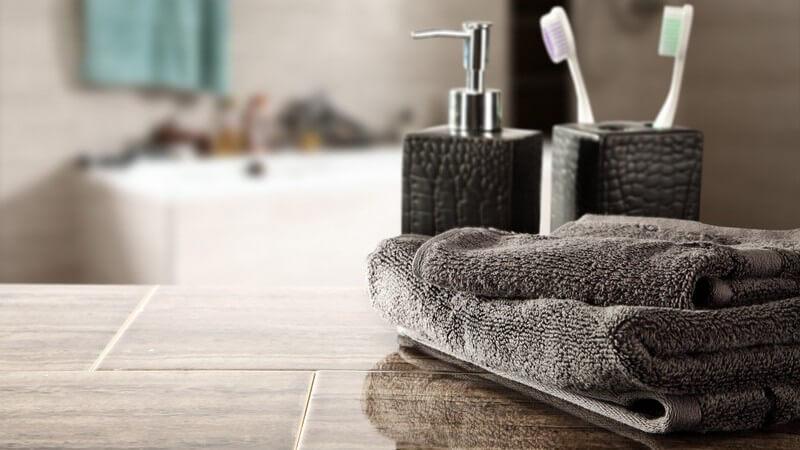 ᐅ Wie Wascht Und Reinigt Man Badteppiche Am Besten
