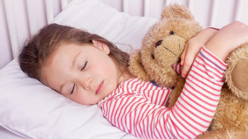 Ein Stofftier ist der Freund, Begleiter und Beschützer des Kindes - beim Kauf sollte auf schadstofffreies Material und gute Verarbeitung geachtet werden