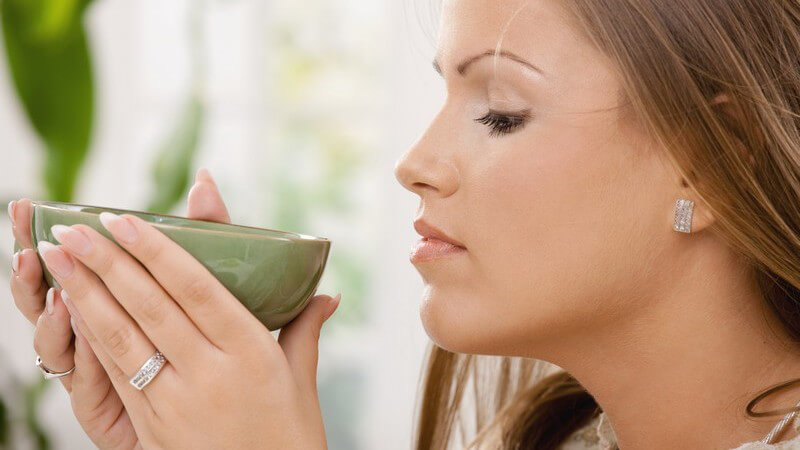 Kann das Getränk tatsächlich das Abnehmen erleichtern? Infos zur Theorie und Praxis