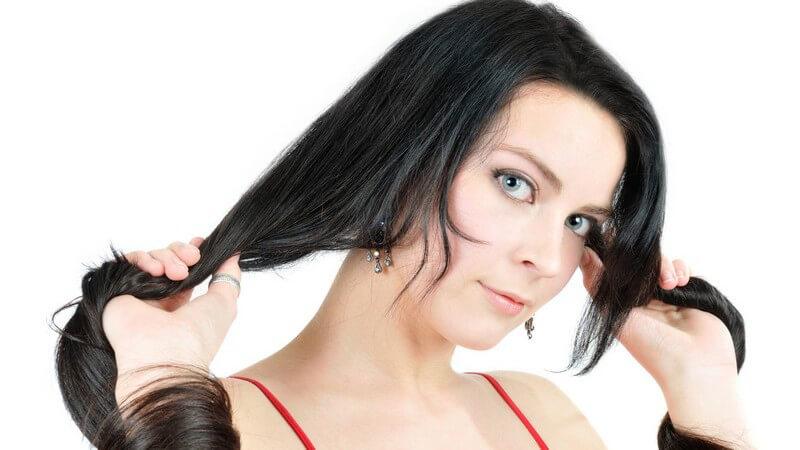 Ein harmonsiches Gesamtbild setzt sich aus Haut- und Haartyp, Persönlichkeit und der perfekten Farbwahl zusammen