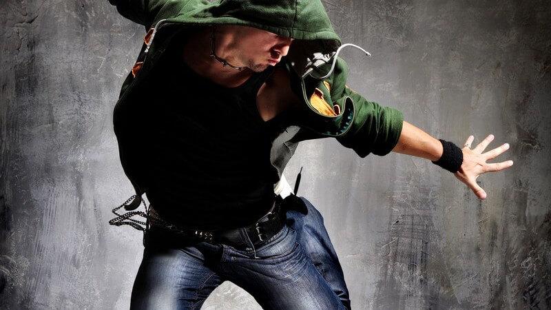 Hoodies sind bei Männern und Frauen äußerst beliebt und ganzjährig, in verschiedenen Situationen, praktische Begleiter