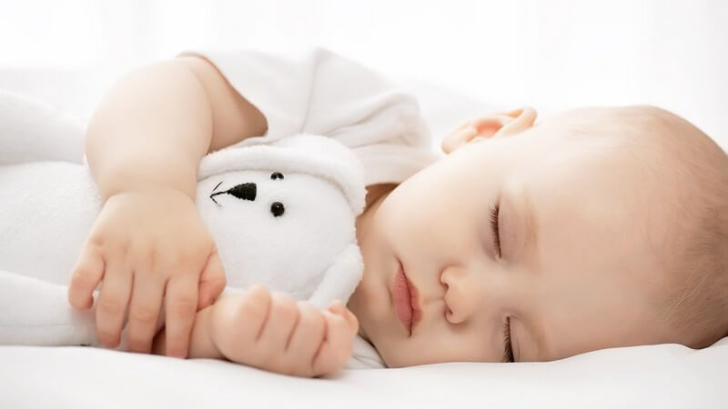 Wir vergleichen Wiege und Kinderbett und zeigen, welche Kriterien eine gute Wiegenmatratze erfüllen muss
