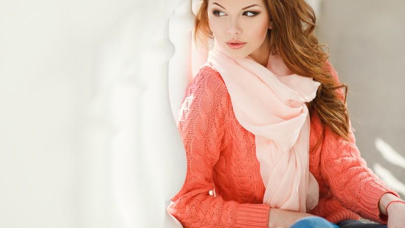 Richtig kombiniert und gebunden, wird das Halstuch zum trendigen Hingucker verschiedenster Looks