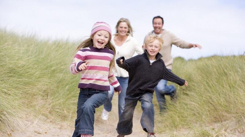 Wir erklären die Grundsäulen der Pflege eines Kindes, und was aus rechtlicher und privater Sicht auf Pflegeeltern zukommt