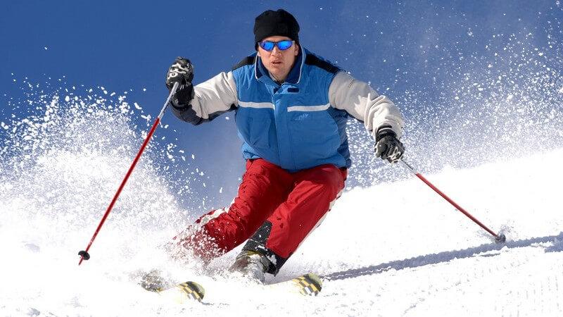 Eine Ausbildung zum Skilehrer kann man in den regionalen Skiverbänden absolvieren - die erlernten Kenntnisse sind dabei landesweit vergleichbar