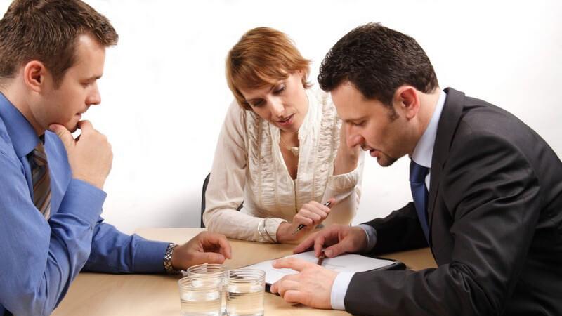 Wir geben Hinweise zur rechtlichen Lage und Pflicht der Stiefeltern und informieren über die Unterschiede zwischen mittelbaren und unmittelbaren Stiefeltern