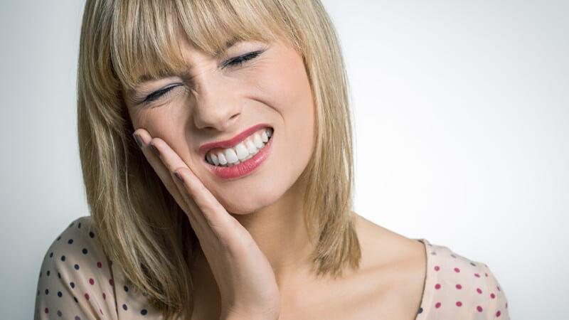 Die Entstehung von Zahnschmerzen und wie man sie behandeln und lindern kann