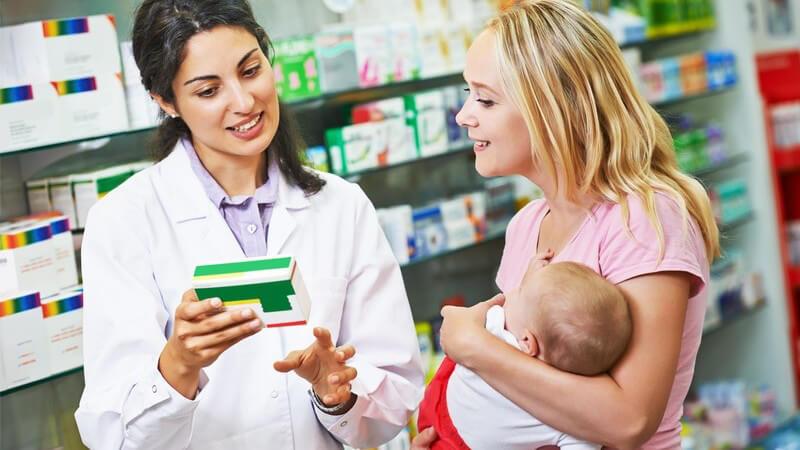 Das Verkaufsangebot beinhaltet auch apothekenübliche Artikel, wie z.B. Kosmetika - vor allem in Sachen Beratung bietet eine Apotheke einen großen Vorteil