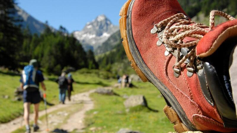 Für einen Bergsteiger-Anfänger eignen sich Höhenwanderwege am besten; wichtig sind die gründliche Routenplanung sowie die richtige Ausrüstung