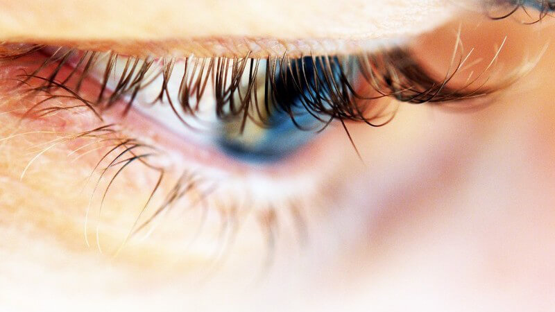 Die Entstehung von Augenbrennen und wie man es behandeln und lindern kann