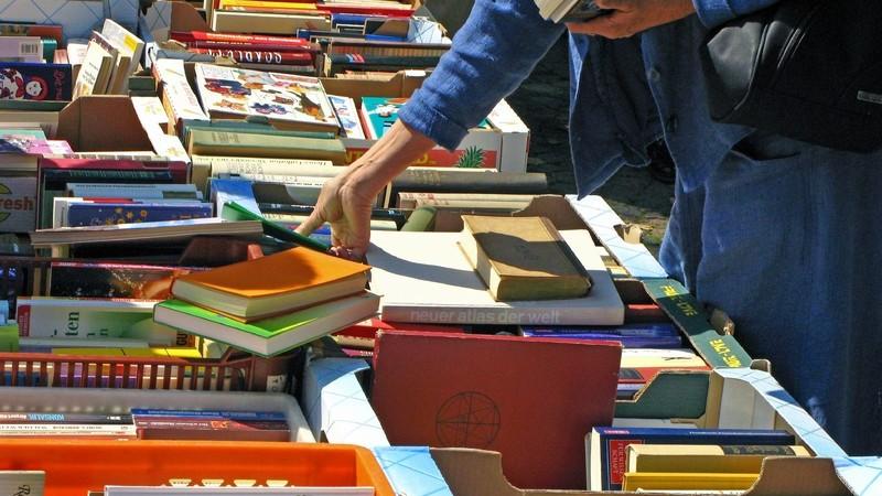 Um auf einem bestimmten Gebiet auf dem Laufenden zu bleiben, bietet sich der Besuch einer Messe an - auch im Bereich der Literatur gibt es viele Möglichkeiten