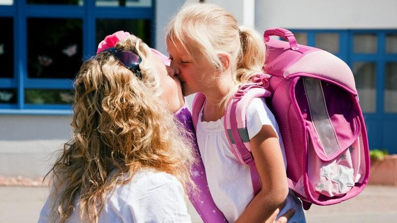 Wie man kindliche Bedürfnisse erkennen und auf diese eingehen kann - Phasen wie die Trotzphase oder Rivalitäten zwischen Geschwistern können Eltern Nerven kosten