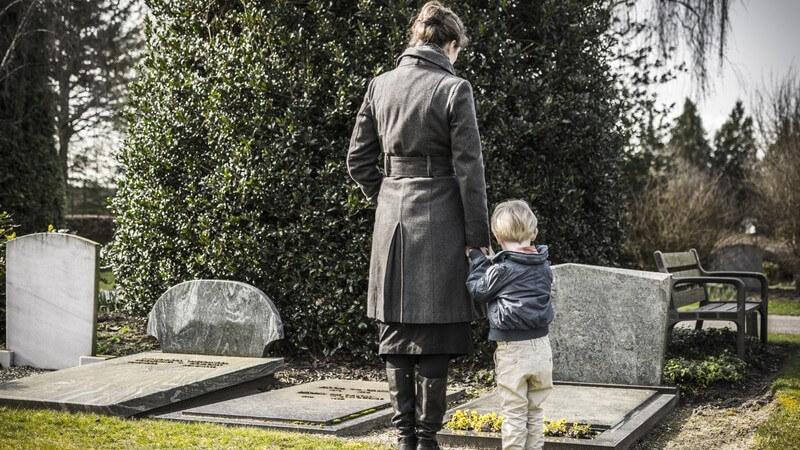 Allgemeine Infos zur Nutzung und Gestaltung eines Friedhofes, Hinweise zu den Bestattungskosten und Tipps zur Wahl eines Bestatters