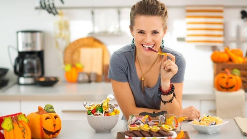 Süßes oder Saures? Halloween zwischen Brauchtum und Kommerz: Ursprung, heutige Bedeutung und Tipps für gruselige Bastel- und Dekoideen für Halloween
