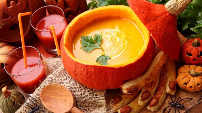An Halloween sind gruselige Gerichte der Hit; dabei wird auch viel Süßes gegessen - wir zeigen, wie man auch gesund durch diese Feierlichkeiten kommen kann