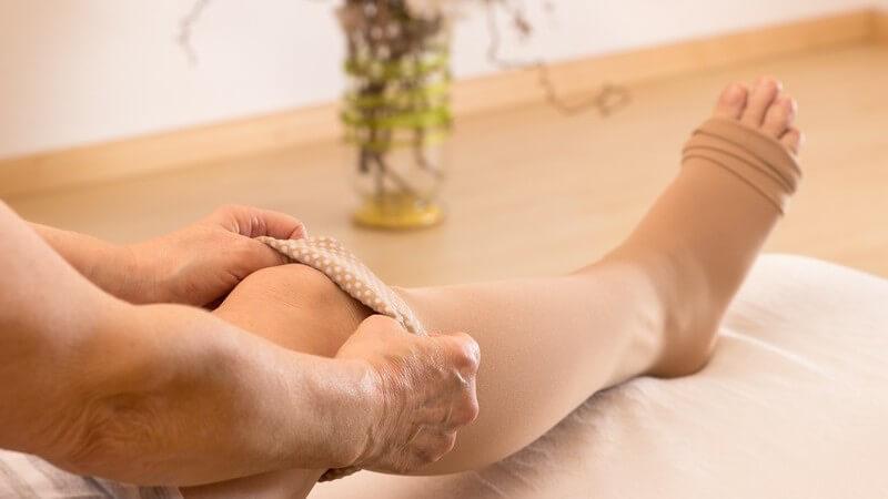 Je nach Art und Stärke der Beschwerden unterscheidet man vier unterschiedliche Klassen des Strumpfes - Es gilt, die Beine für die passende Größe genauestens auszumessen
