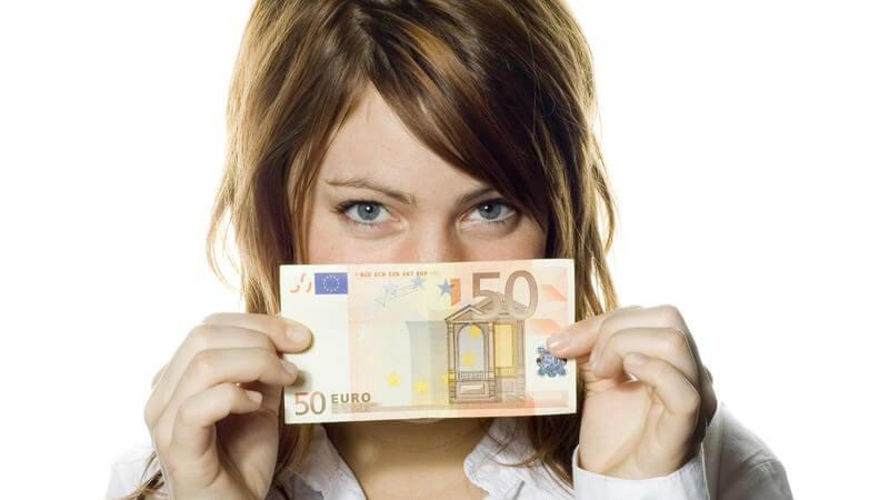Wie Taschengeld das Leben der Kinder positiv beeinflussen kann und wie viel Geld der Nachwuchs in welchem Alter bekommen sollte