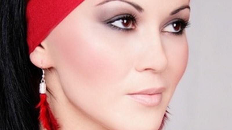 Mit Kopftüchern kann man schnell und einfach effektvolle Haarstyles kreieren