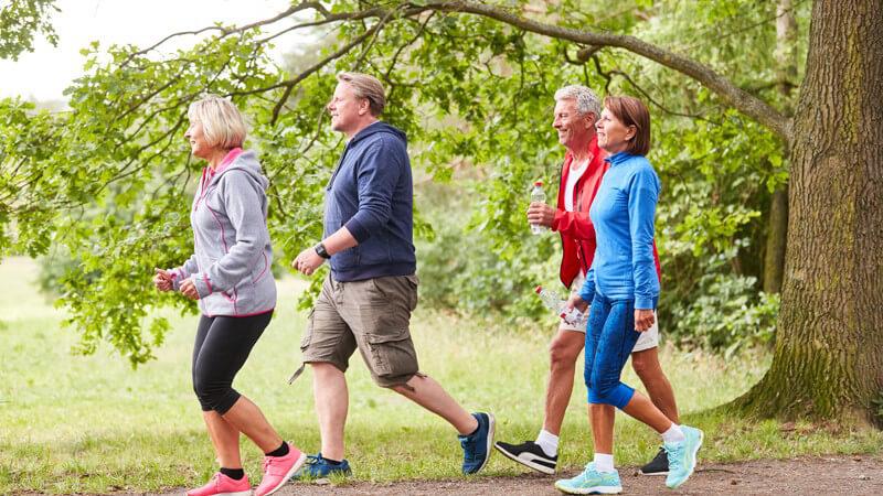 Das Nordic Running gilt als Weiterentwicklung des Nordic Walking und ist im Gegensatz dazu deutlich schneller und anspruchsvoller