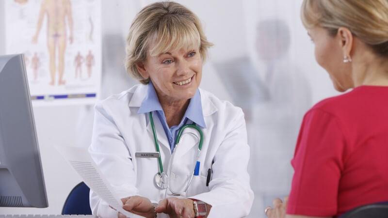 In welchen Bereichen Allgemeinmediziner/Allgemeinmedizinerinnen arbeiten und was sie machen
