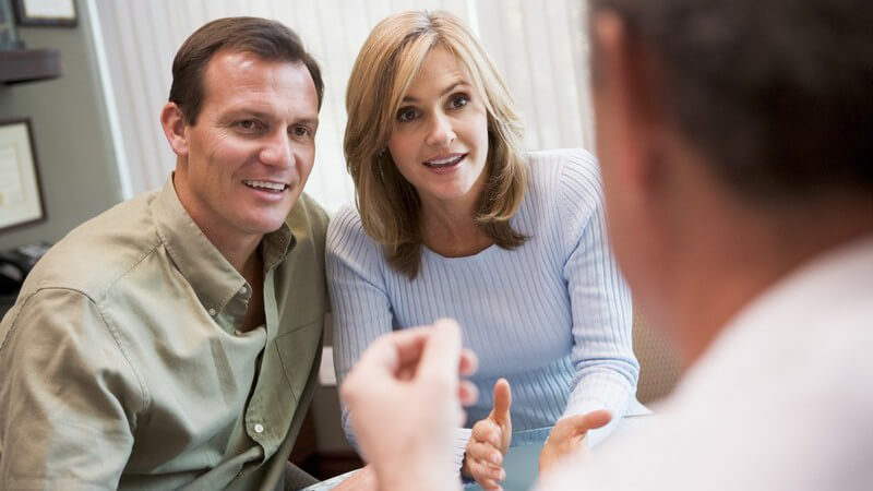 Informationen zu den drei Optionen der Pflege, Adoption und Tagesmutterschaft