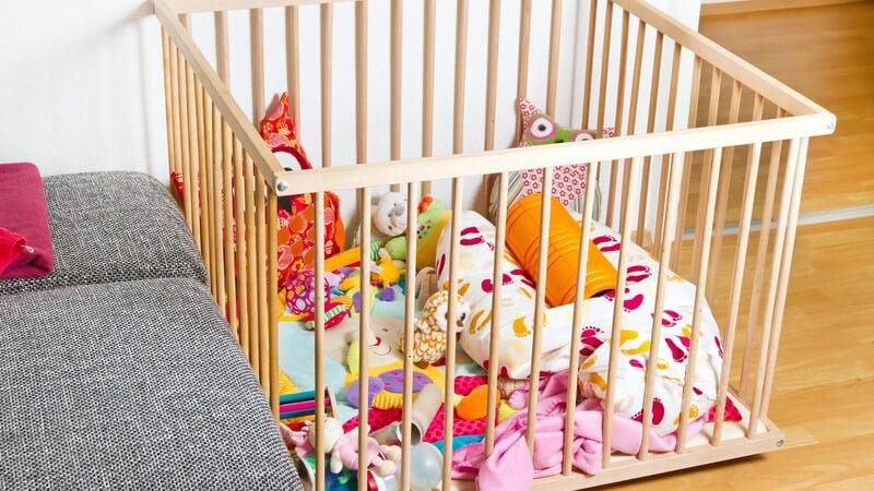 Wir geben Hinweise zur Auswahl einer guten Tagespflege und informieren über versicherungstechnische Regelungen und wichtige Schritte, wenn man eine Tagesmutter werden möchte