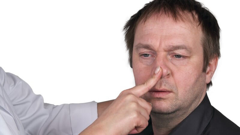 Das Nasenbein ist paarig angelegt; durch Gewalteinwirkung kann es leicht brechen