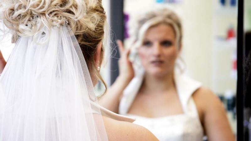 Kopfbedeckung - ja oder nein? Brauthut oder Brautschleier? Mit uns treffen Sie die richtige Entscheidung