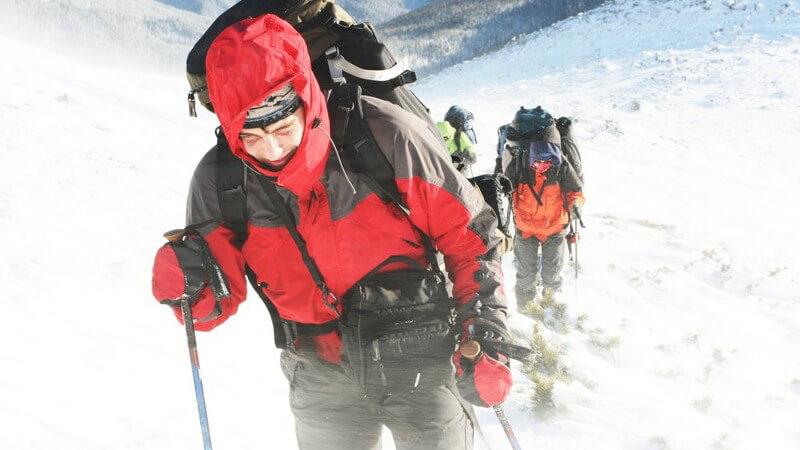 Das Erreichen persönlicher Grenzen, die Schönheiten der Natur, das verstärkte Gruppengefühl - das Bergsteigen - im Sommer oder Winter - bringt zahlreiche Vorzüge mit sich