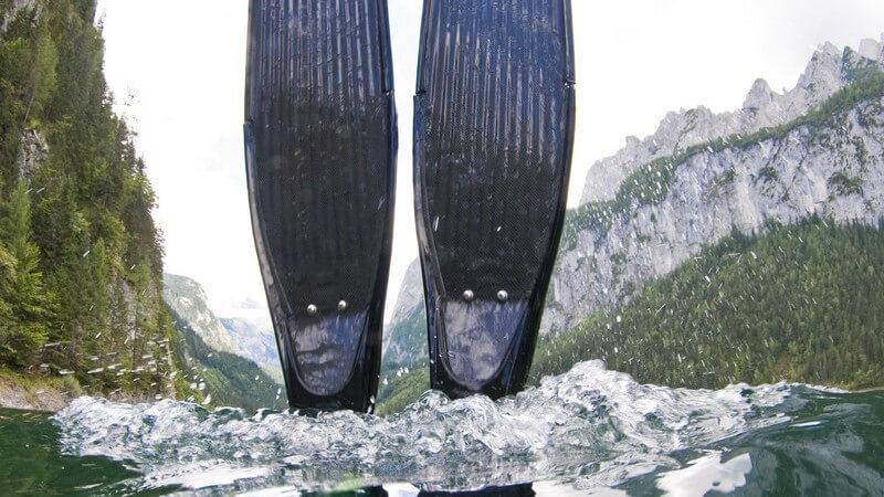 Je nachdem, ob man mit einer Mono- oder Duoflosse schwimmt, werden unterschiedliche Beinschlag-Techniken angewandt, die es zu beherrschen gilt
