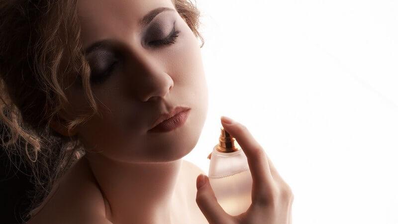 Wir erklären die klassischen Duftnoten für Damen und was sie über die Trägerin aussagen