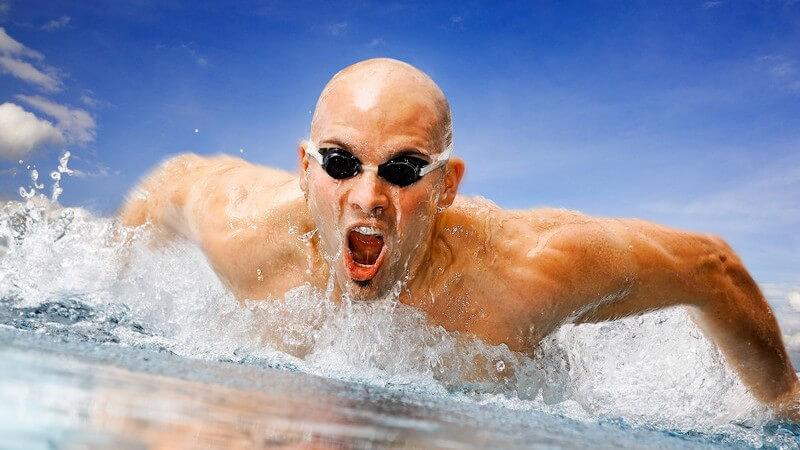 Das Lagenschwimmen kann auf der Kurz- oder Langbahn absolviert werden - Wettkämpfe werden sowohl im Hallen-, als auch im Freibad ausgetragen