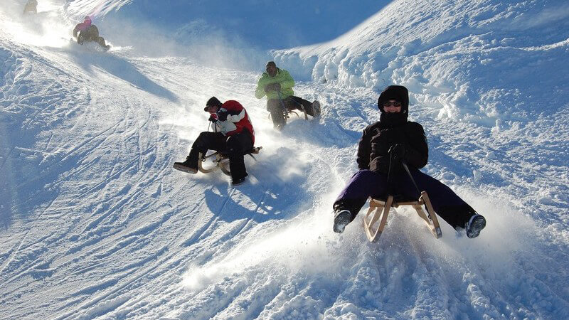 Der Unterschied zwischen Snowcycling und Rodeln und wo man die besten Pisten findet