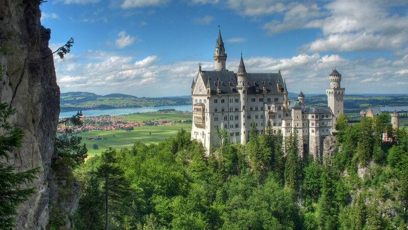 Burgen hatten und haben unterschiedliche Funktionen - wir stellen die beliebtesten Burgen Deutschlands wie z.B. in Norddeutschland, Süddeutschland und im Rheinland vor