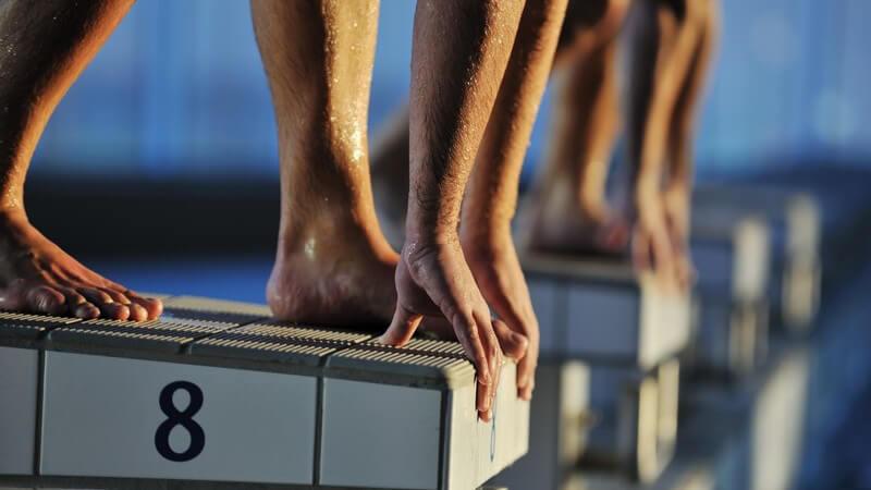 Wir geben einen Überblick über die vier Grund-Stilarten im Schwimmen und die verschiedenen Schwimmabzeichen