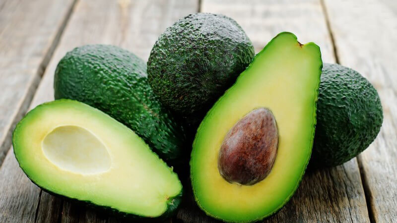 Die Avocado findet beispielsweise als Dip, Brotaufstrich oder im Salat Verwendung