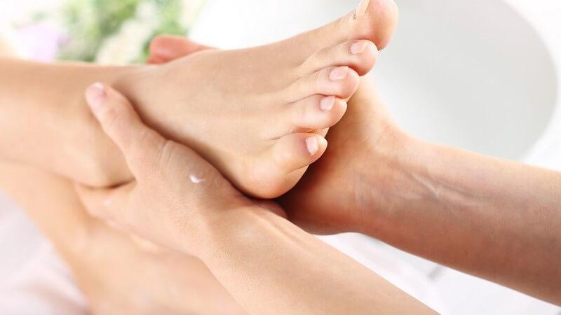 Sportler benötigen zur Pflege ihrer Füße eine andere Fußcreme als Menschen die ihre trockene Fußhaut behandeln wollen