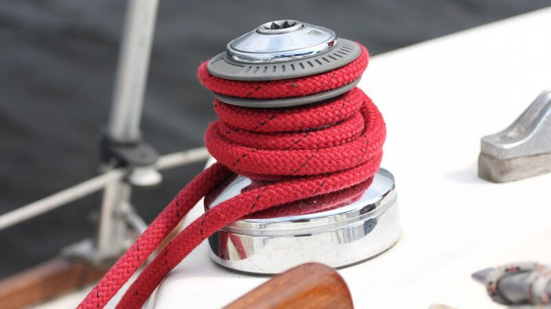 Der Kauf eines Segelschiffes sollte gut durchdacht und vorbereitet werden - auch was das Zubehör angeht, müssen bestimmte Aspekte berücksichtigt werden