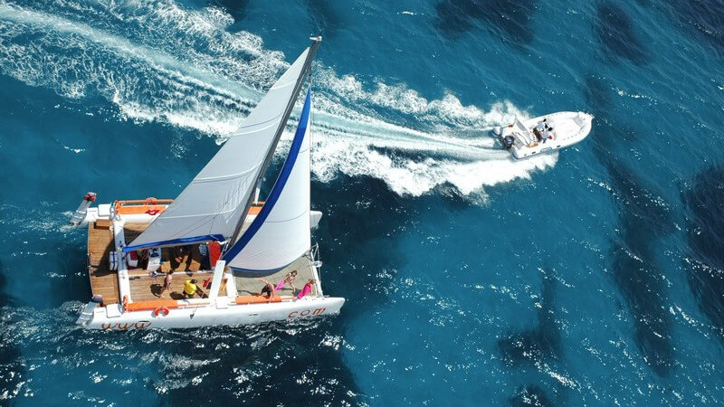 Sowohl die Streckenführung, als auch die Bootsklassen können sich beim Regattasegeln unterscheiden - wir geben Tipps, wie man sich auf eine Regatta vorbereitet