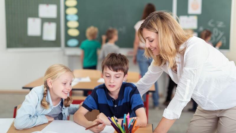 Sich als Schüler dem Lehrer gegenüber richtig verhalten
