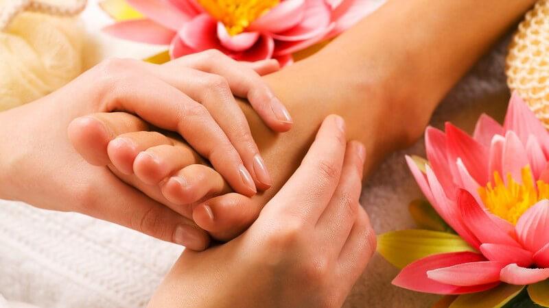 Mobile Fußpflege bietet nicht nur für die Kunden Vorteile - auch man selbst kann als Selbstständiger profitieren