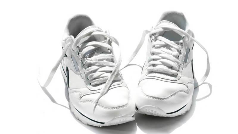 Wir zeigen Tricks, mit denen Sie den Geruch von Schweißfüßen ganz einfach aus den Schuhen bekommen