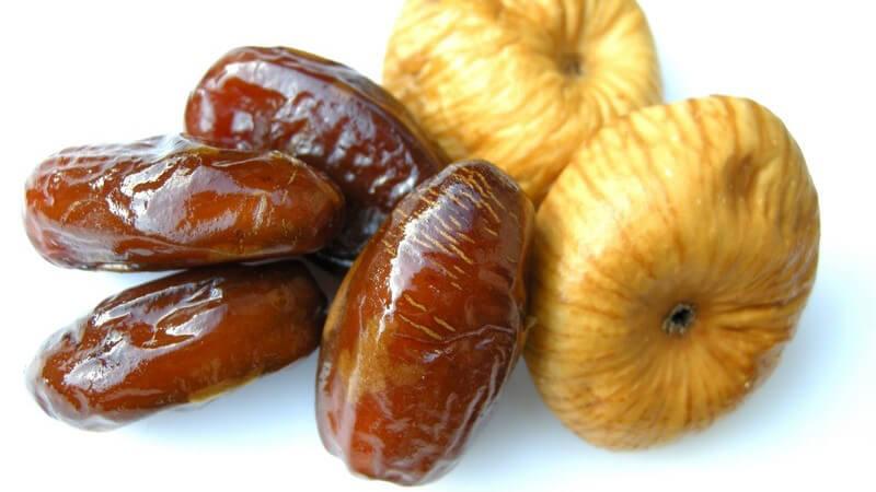 Trockenfrüchte sind ein beliebter Zwischensnack, der allerdings einige Kalorien mit sich bringt - zu den vielen Sorten zählen z.B. Äpfel, Aprikosen, Bananen oder Pflaumen