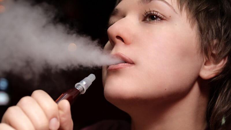 Nikotinhaltiger Shisha-Tabak hat ein ebenso hohes Suchtpotential wie Zigaretten: die Gefahren der Wasserpfeife