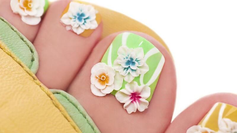 Wir geben Tipps sowohl für klassisches (French Manicure) als auch extravagantes Fußnageldesign