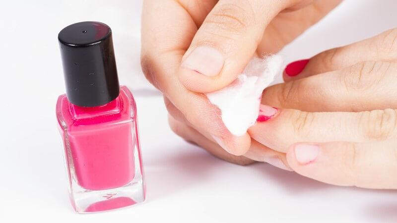Wir geben Tipps zur effektiven Entfernung von Nagellack an den Finger- und Fußnägeln