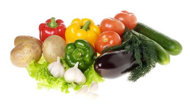Viele Fruchtgemüsesorten kann man roh verzehren; Auberginen jedoch sollten gegart werden - in der Küche kann man zahlreiche Arten von Weichgemüse auch gut miteinander kombinieren