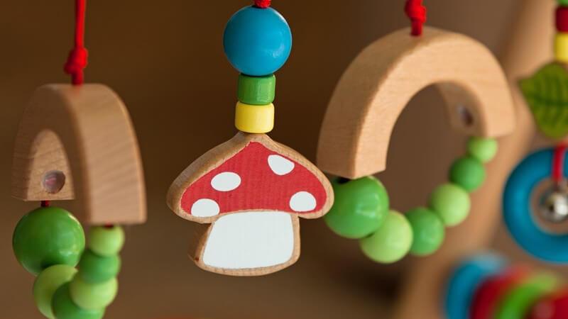 Wir geben Tipps zur Gestaltung eines sicheren Rückzugsortes für Kinder - worauf ist bei der Einrichtung des Kinderzimmers zu achten?